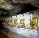 Cuevas de Buddisht en Myanmar fotos de archivo