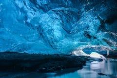 Cuevas de hielo en Islandia Imágenes de archivo libres de regalías