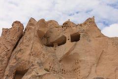 Cuevas de la roca en Uchhisar de Cappadocia fotografía de archivo libre de regalías