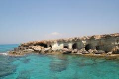 Cuevas del mar de Agia Napa fotografía de archivo