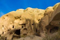 Cuevas del valle de Cappadocia en formaciones de roca Fotos de archivo