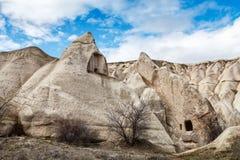 Cuevas en las montañas de Cappadocia Fotografía de archivo