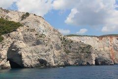 Cuevas en montañas Fotos de archivo libres de regalías