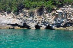 Cuevas naturales del mar Imagen de archivo