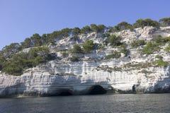 Cuevas naturales en la costa sur de Menorca Foto de archivo libre de regalías