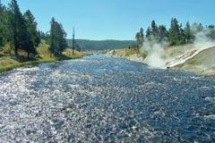 Cueza al vapor del agua hirvienda en corriente Fotos de archivo