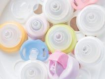 Cueza el esterilizador al vapor y el secador para esteriliza los accesorios del bebé Nippl Imagen de archivo libre de regalías