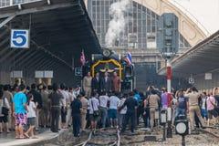 Cueza el tren al vapor en el ferrocarril del estado de Tailandia 119 años de aniversario Fotos de archivo