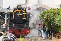 Cueza el tren al vapor en el ferrocarril del estado de Tailandia 119 años de aniversario Fotografía de archivo