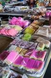 Cueza las chucherías en el mercado Foto de archivo