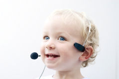 Cuffia avricolare da portare del telefono del giovane ragazzo Fotografia Stock Libera da Diritti