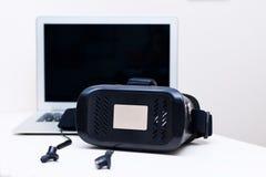 Cuffia avricolare di realtà virtuale per lo Smart Phone Fotografia Stock