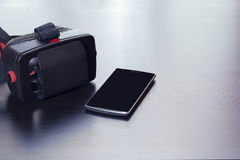 Cuffia avricolare di realtà virtuale per lo Smart Phone, schermo isolato immagini stock libere da diritti