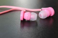 Cuffie di musica, rosa ed alla moda Fotografia Stock Libera da Diritti