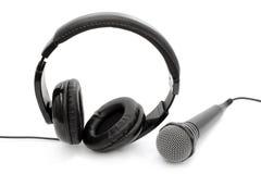 Cuffie metalliche e un microfono Immagine Stock Libera da Diritti