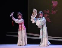 """Cui Yingying och den västra Chamber†för hembiträde-Kunquopera""""the en Arkivfoton"""