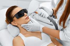 Cuidado da cara Remoção facial do cabelo do laser epilation Pele lisa Imagens de Stock Royalty Free
