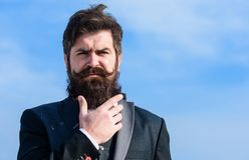 Cuidado de la barba y del bigote del pelo facial Tendencia de la moda de la barba Invierta en aspecto elegante Crezca al hombre r fotos de archivo libres de regalías