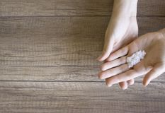 Cuidado de la mano, cuidado popular de la mano Manicura Procedimiento del balneario para las manos de la belleza Belleza y concep foto de archivo