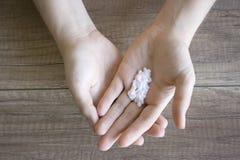 Cuidado de la mano, cuidado popular de la mano Manicura Procedimiento del balneario para las manos de la belleza Belleza y concep foto de archivo libre de regalías