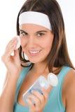 Cuidado de piel del problema del adolescente - la mujer limpia Imagen de archivo libre de regalías