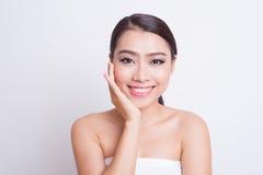 Cuidado de piel hermoso asiático de la mujer Imagen de archivo libre de regalías