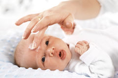 Cuidado de piel recién nacido Imagenes de archivo