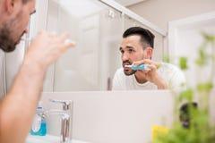 Cuidado de tomada considerável de seus dentes imagem de stock