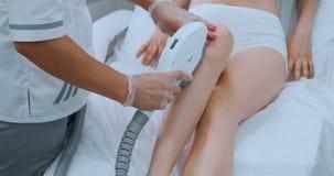 Cuidado do corpo Remo??o do cabelo do laser Tratamento de Epilation Pele lisa video estoque