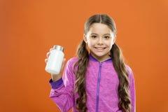 Cuidado médico Botella larga de las medicinas del control del pelo de la muchacha Concepto de la vitamina Necesite los suplemento foto de archivo