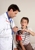 Cuidado médico del niño Fotos de archivo
