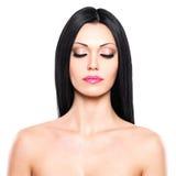 Retrato da beleza da mulher bonita com olhos fechados Imagem de Stock