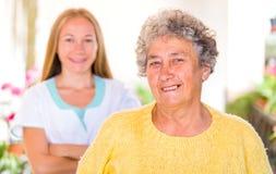 Cuidados en casa mayores Foto de archivo libre de regalías