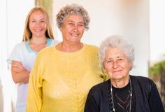 Cuidados en casa mayores Imagen de archivo