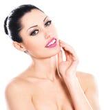 Cuidados expressivos bonitos da mulher da cara da pele Foto de Stock