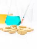 Cuidados médicos alternativos pelo teste no laboratório para fazer a medicina, Imagem de Stock