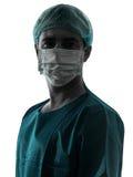 Cuide el retrato del hombre del cirujano con la silueta de la mascarilla Foto de archivo libre de regalías