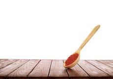 Cuillère en bois avec des épices sur un fond en bois sur un backg blanc Photos stock