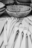 cuillère en bois découpant sculptant les artisans roumains Images libres de droits