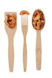 Cuillère en bois, fourchette, palette avec la pomme sèche Images stock