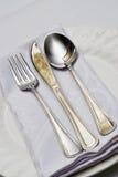 Cuillère et couteau de fourchette. Photographie stock libre de droits