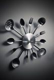 Cuillère et fourchette abstraites de sorcière d'horloge de cuisine Photo stock