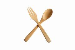 Cuillère et fourchette en bois sur le fond blanc Chemin de coupure Photo libre de droits