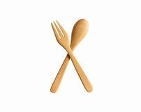 Cuillère et fourchette en bois sur le fond blanc Chemin de coupure Photos stock