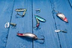 Cuillère, pièce en t, amorce de silicone pour la pêche Front View Photographie stock