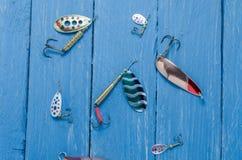 Cuillère, pièce en t, amorce de silicone pour la pêche Vue supérieure Images stock