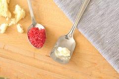 Cuillères avec les oeufs et le beurre de lompe Photo stock