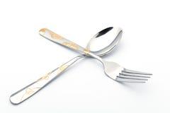 Cuillères et fourchettes avec les fleurs d'or Images stock