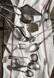 Cuillères, fourchettes et knifes de cru Photographie stock libre de droits