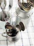 Cuillères, fourchettes et knifes de cru Photo stock